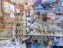 Богемское стекло - сувенир из Богемии :) Таких магазинов великое множество по всему городу. Честно признаюсь, ничего из стекла не купила кроме пилочки ...