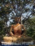 на холме Большого Будды (кто это и что символизирует не знаю, т.к. были там без экскурсии) Если кто знает, напишите, буду благодарна.