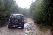 Как только мы вернулись к машинам, снова полил дождь как из ведра... Мы даже стали сомневаться, хотим ли мы посетить ещё одну шаманскую стоянку на горе ...