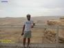 Развалины древних караван-сараев можно увидеть, если спуститься на дно кратера по одному из многочисленных петляющих ответвлений.  В Махтеш Рамоне на ...