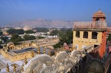 Дворец ветров (Хава-махал), Джайпур. Вид на Амбер форт