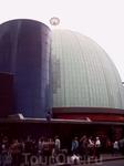 Совмещенное здание лондонского планетария и музея восковых фигур.