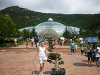 Лесной зоопарк. На фоне Ботанического сада