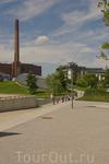 Парк, на горизонте - заводские корпуса. Завод Volkswagen - действующий завод Volkswagen в Вольфсбурге - это самый крупный в мире автомобильный завод. Только ...