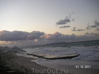 На пляже вечером