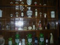 Какая-то очень старая аптека.