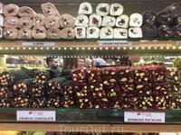 Горы лукумов с орехами и без - поражают воображение и напоминанют о не заказанном в ресторане десерте :)
