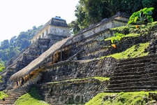 А это величественный Храм Надписей, в этой пирамиде находится гробница Пакаля, правителя Паленке.