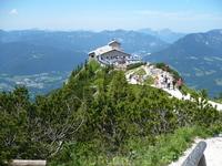 Орлиная гора,Кельштайн,Лысая гора,чайный домик Гитлера-так знаменит своим месторасположением,кстати Гитлер желал быть захороненным здесь.
