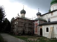 Кирилло-Белозерский монастырь. Один из этих храмов - Кирилла Белозерского, еще один храм служил усыпальницей