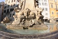 фонтан на пл. Ротонды перед Пантеоном