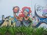 Чтобы попасть с пляжа Копакобана на пляж Ипанема нужно пройти через несколько зданий, украшенных такими вот граффити.