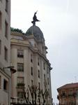 Ну и конечно порадовала встреча со старым знакомым - страховым обществом Union y Fenix, здания которого узнаваемы по этому символу Феникса на куполе. La ...