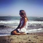 Это Эгейское море.Синее и бурное. Фотоаппарат меня фоткал на таймере. Но получилось ничего)