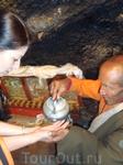 Благословения в пещере у монаха.