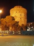 Белая башня вечером