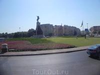 Один из множества памятников Ататюрку-Анталия