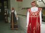 В гостином дворе. Образцы национальной одежды.