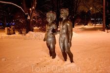 Cкульптура «Отец и сын» работы скульптора Юло Ыуна.