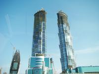 строительство этих башень финансирует Абу-даби и если не ошибаюсь обе они носят имя правителя Абу-Даби