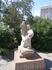 в городе очень много  скульптур