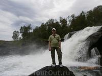 У водопада Форса.