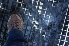 платформа AlpspiX висит на 1000м высоте над долиной, а высота над ур. моря - 2080м. Под ногой - 1000м пустоты