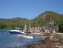 С Праслина сплавали до острова Курьез. Плыть минут 15 на моторной лодке