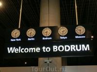 Нас приветствует обновленный аэропорт Бодрума.