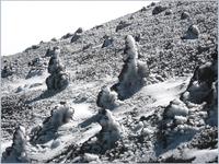 """Следы ледяного дождя на """"пирамидках"""", которые получаются в результате миниизвержений..."""
