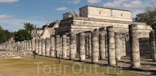 Чичен Ица - город майя. Группа тысячи колонн