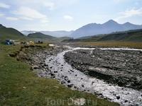 вода в речке такое цвета от таяние ледников Эльбруса