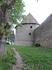 А эта тропинка делает круг вокруг крепости, позволяя осмотреть ее снаружи.
