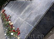 """Знаменитый """"голубой"""" камень в центре остался в центре города..."""