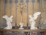 Ангелы у распятия Христа в  Церкви Богоматери  ( Onze - Lieve - Vrouw).