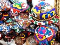 Вот такие веселые тюбетейки продаются в лавках народных промыслов и на базарах в Ташкенте.