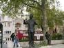 А это памятник Нельсону Манделе