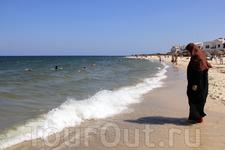 Ливийская женщина на пляже