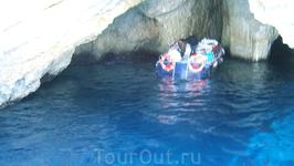 в голубых пещерах
