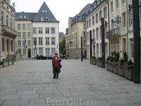 Площадь с правительственными зданиями.