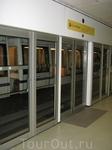 Реннское метро полностью автоматизировано. Маленькие поезда из двух вагончиков ходят без машинистов. Всё метро - это одна ветка из 15 станций. Нам это ...