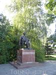 Памятник авиаконструктору Павлу Соловьеву (под его руководством была разработана целая куча авиационных двигателей)