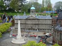 А это Королевский дворец на площади Дам в Амстердаме. Сейчас он весь в лесах, зато его можно посмотреть в Мадюродаме!