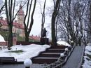 памятник советским воинам погибшим при освобождение Несвижа. Расположен в замковом парке