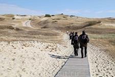 Нагулявшись на празднике, мы решили обозреть окрестности, взобравшись на дюну.