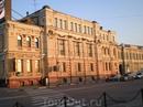 Старинное здание возле речного вокзала, построенное в 1895 году.