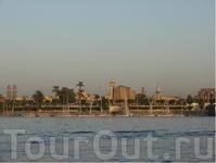 Зато под конец нас покатали по Нилу. У воды, как понимаете, приятней, чем у тела фараона даже.