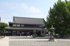 храм Хигаси