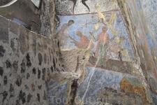 В Успенском храме находится изображение царя Георгия III и царицы Тамары, выполненные мастером Георгием в 1180-е гг. Прекрасные фрески находятся также ...