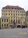 Одно из старых отреставрированных зданий Дрездена
